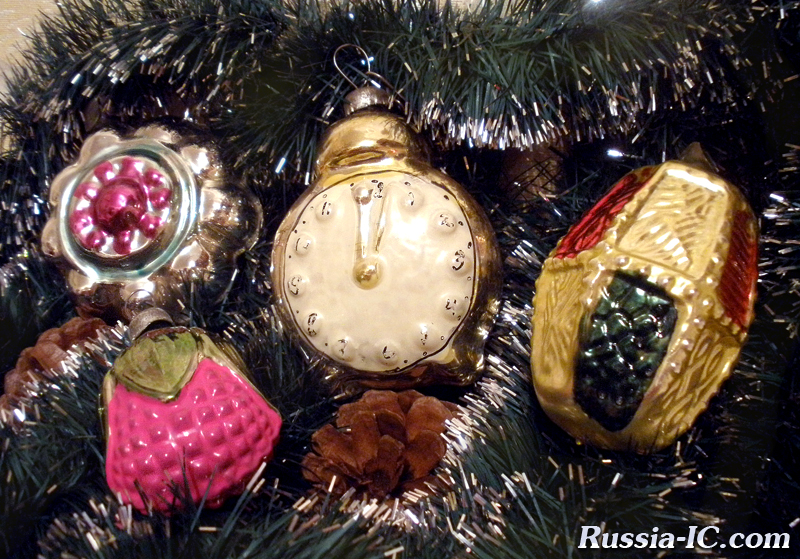 night by eldar ryazanov its main symbol the clock with hands stood at five minutes to twelve became the most popular decoration among soviet people